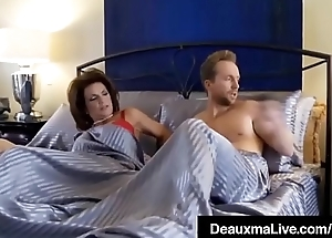 Curvy Cougar Deauxma Gets Pussy &amp_ Dick In Hot 3Way FuckFest!