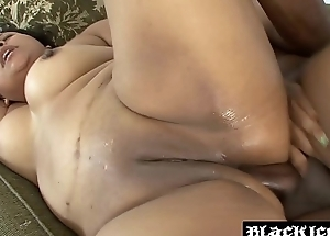 Curvy slut Marbella Del Mar likes being fucked in both holes