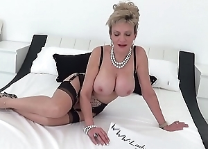 British MILF Sonia entreats for a creampie