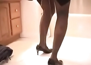 Sexy Pee Desperate Lady Is Forced To Prepayment Out, She Can'_t Use The Toilet On Time