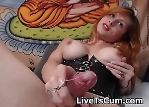 Sexy redhead latina cums and eats it on the top of cam