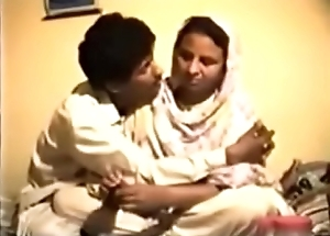 Retrograde Reluctant Desi Aunty gets Drilled on Video be incumbent on Money