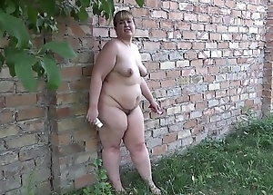 A fat girl puts her ass concerning a different food on the street